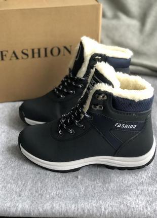 Кроссовки синие с белой меховой опушкой, ботинки зимние с мехом
