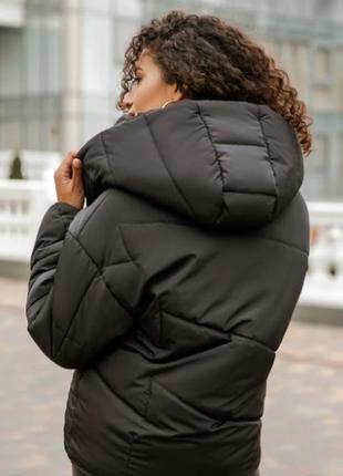 Короткая черная куртка