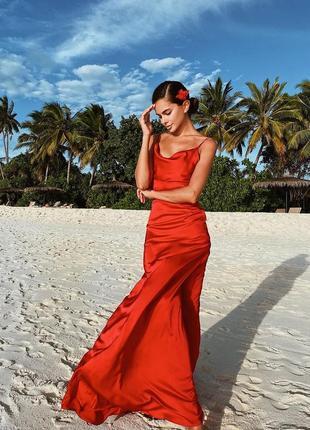 Платье в бельевом стиле красное в пол с открытой спиной