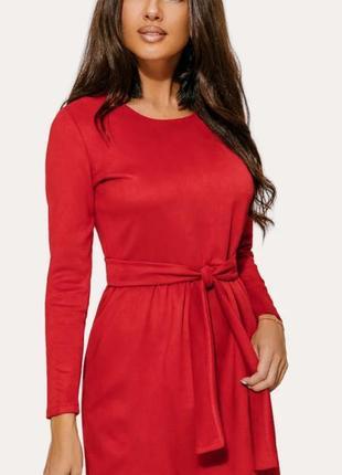 Красное платье с поясом замшевое