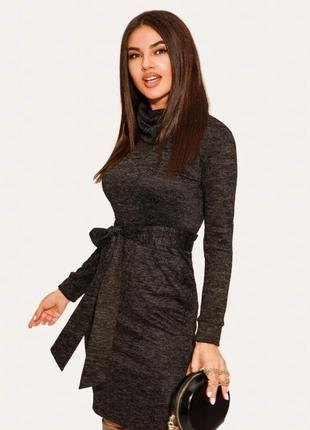 Теплое платье черное под горло классическое