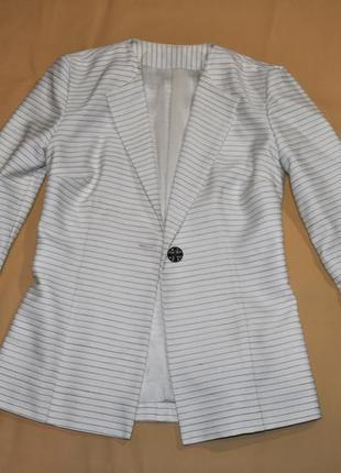 Стильный жакет пиджак в полоску