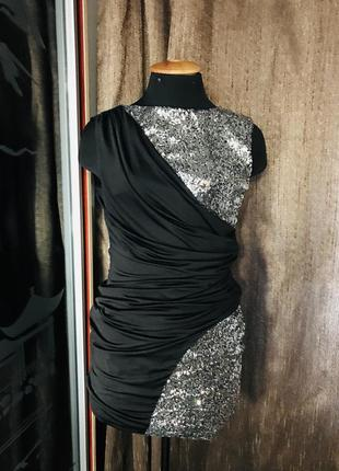Чёрное платье с серебристыми паетками