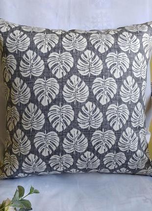 Декоративная наволочка 40*40 серая с листьями монстеры