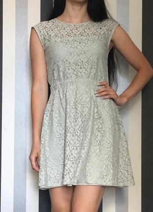 Кружевное мятное платье