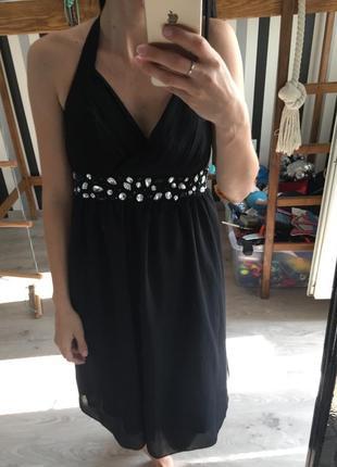 Красивое чёрное платье с камнями