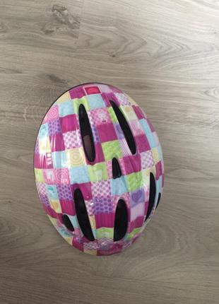 Безумно красивый яркий защитный шлем для девочки
