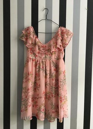 Красивое платье с рюшами