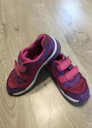 Блестящие кроссовки для девочки светятся clark's