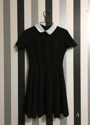 Красивое чёрное платье с белым воротником s m
