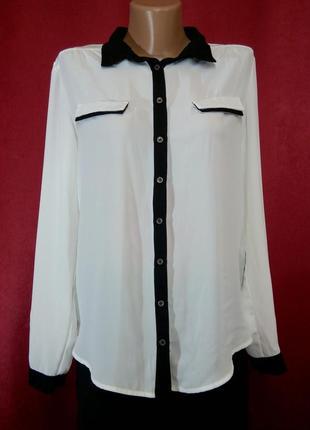 Белая блузка с черной отделкой