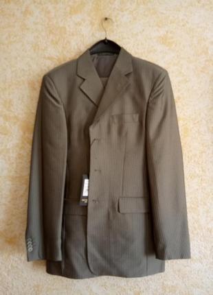 Мужской костюм, серый в полоску