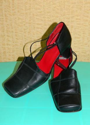 Туфли женские чёрные натуральная кожа на каблуке квадратные но...