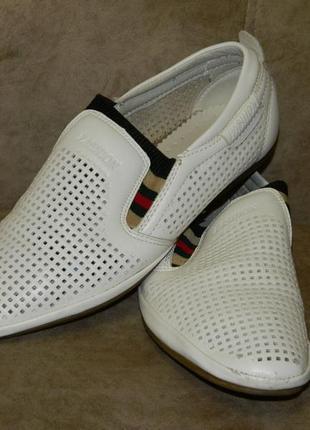 Туфли светлые белые на мальчика подростка или мужские размер 4...