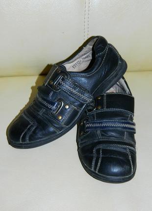 Кроссовки туфли на мальчика чёрные кожаные размер 34.