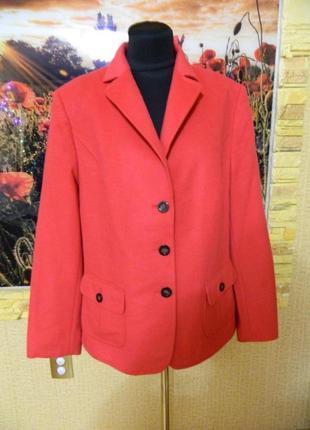 Женский пиджак пальто красный размер 52-54 basler.