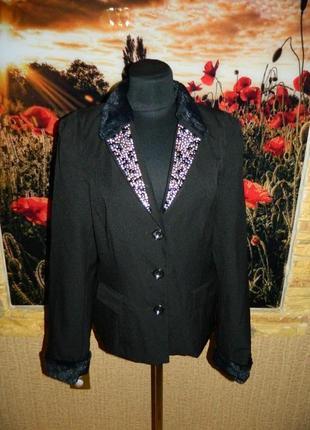 Женский черный пиджак с меховым воротником и меховыми рукавами...
