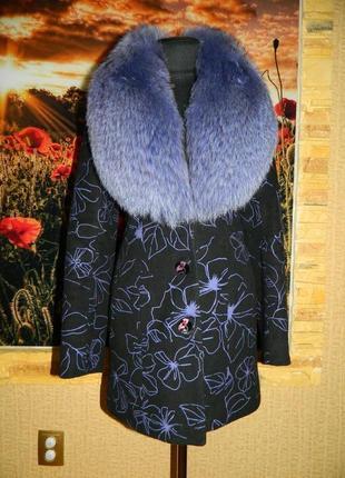 Пальто женское демисезонное чёрное с сиреневым меховым воротни...