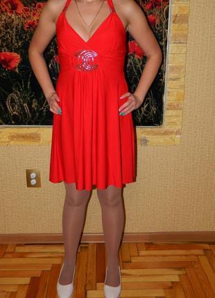 Новое красное платье с завышенной талией через шею р. 44-46