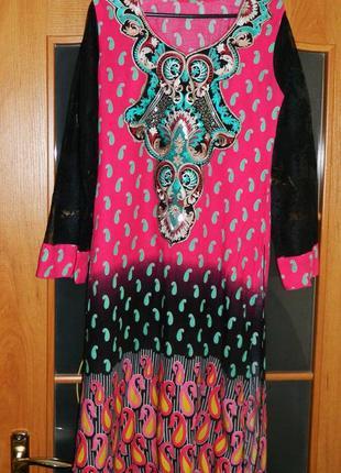 Платье в восточном стиле с кружевными рукавами и разрезами по ...