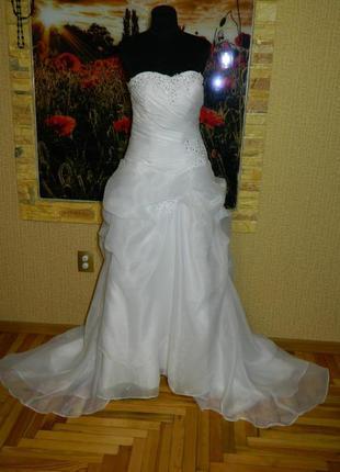 Платье свадебное с шлейфом р. 44-46-48