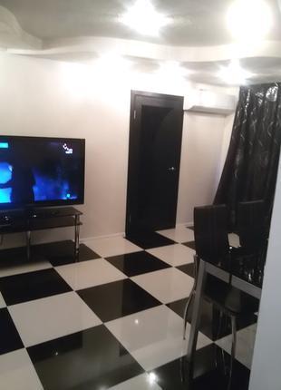 Apartment Yuliya с новым ремонтом в черно белом стиле центр.