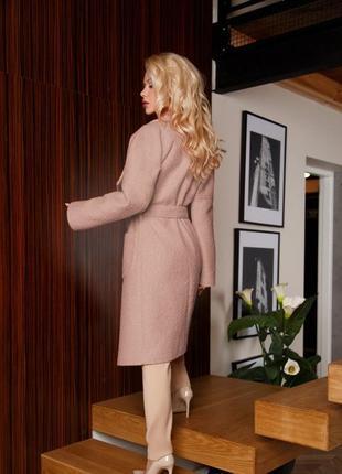 Пальто светло-розового цвета  на запа́х