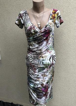 Платье по фигуре,на запах по груди,люкс бренд,маленький размер.