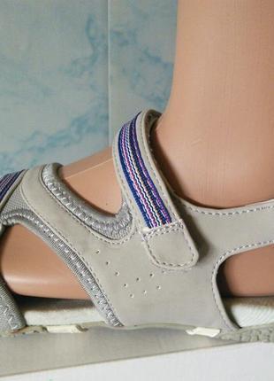 Сандалии новые арт.2к + 1500 позиций магазинной одежды