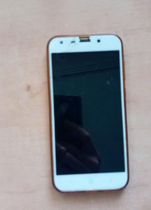 Телефон  ZTE в хорошем состоянии
