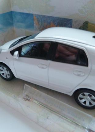 Toyota Yaris Cararama Масштаб 1:43