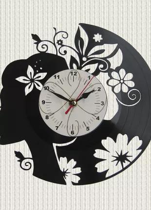 Часы из пластики девушка и цветы