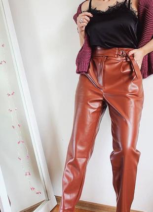 Теплые брюки из эко кожи с завышенной талией