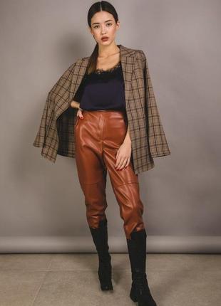 Стильные брюки из эко-кожи с высокой посадкой