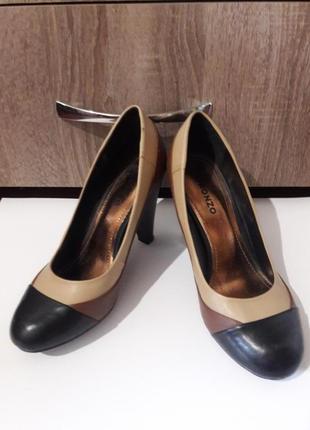 Туфли 36 розмір на каблуку
