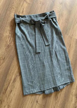 Оригинальная юбка сложного кроя с завышенной талией