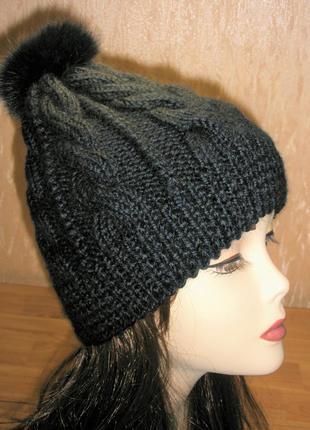 Женская шапка из альпаки с помпоном из меха . Ручная работа