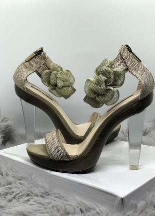 Новые босоножки на прозрачном каблуке