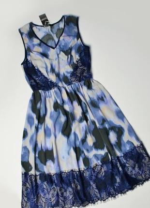 Нежное платье с кружевными вставками