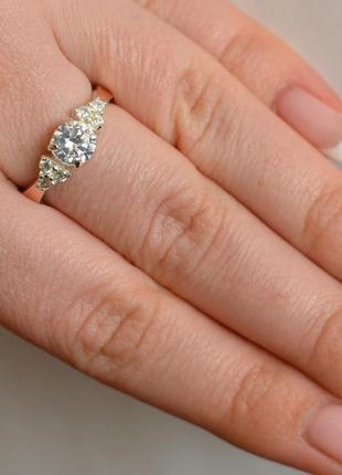 Серебряное кольцо с  фианитом  и золотыми накладками