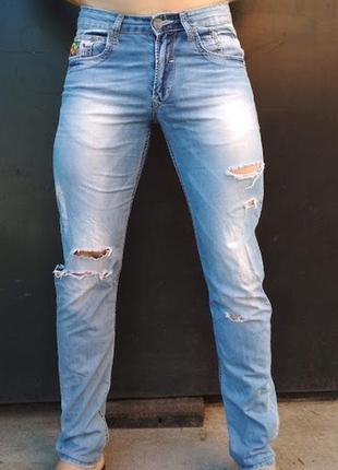 Рваные джинсы ferrari