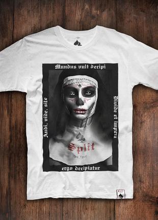 Мужская футболка mundus vult decipi