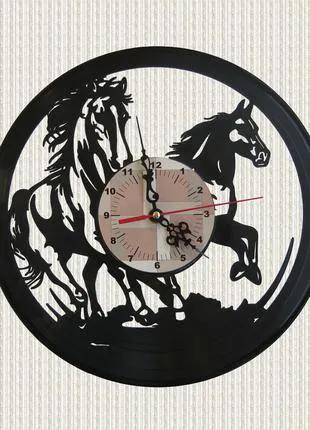 Часы из пластинки животные лошади
