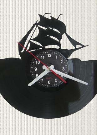 Часы из пластинки парусный корабль яхта