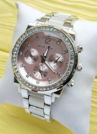 Женские наручные часы серебристого цвета с розовым циферблатом...