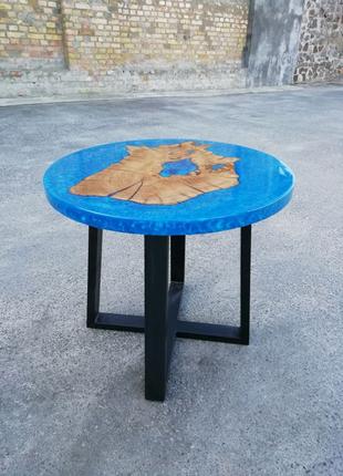 Стол. Журнальный столик из дерева и эпоксидной смолы