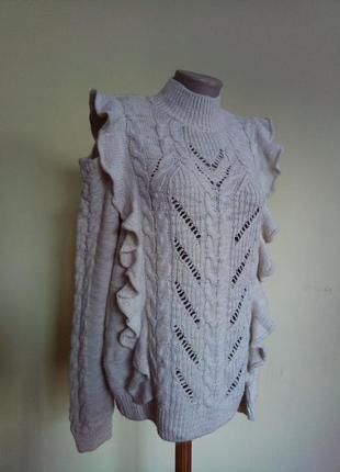 Стильный брендовый свитер с оголенными плечами