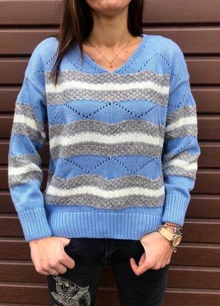 Асиметричный шикарный вязаный свитер пастельно-голубого цвета ...
