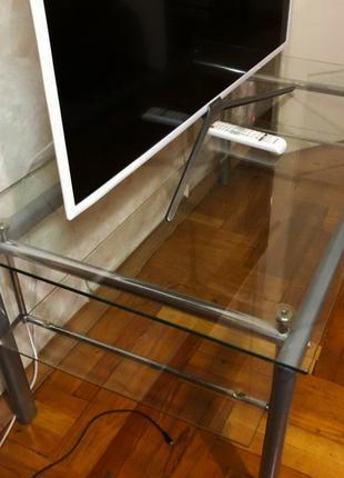 Стол стеклянный журнальный на алюминиевых ножках