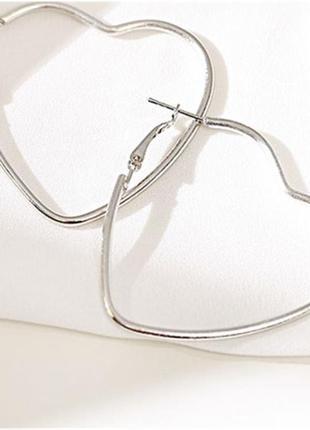 Серьги кольца серебристые сердца 4,5 см